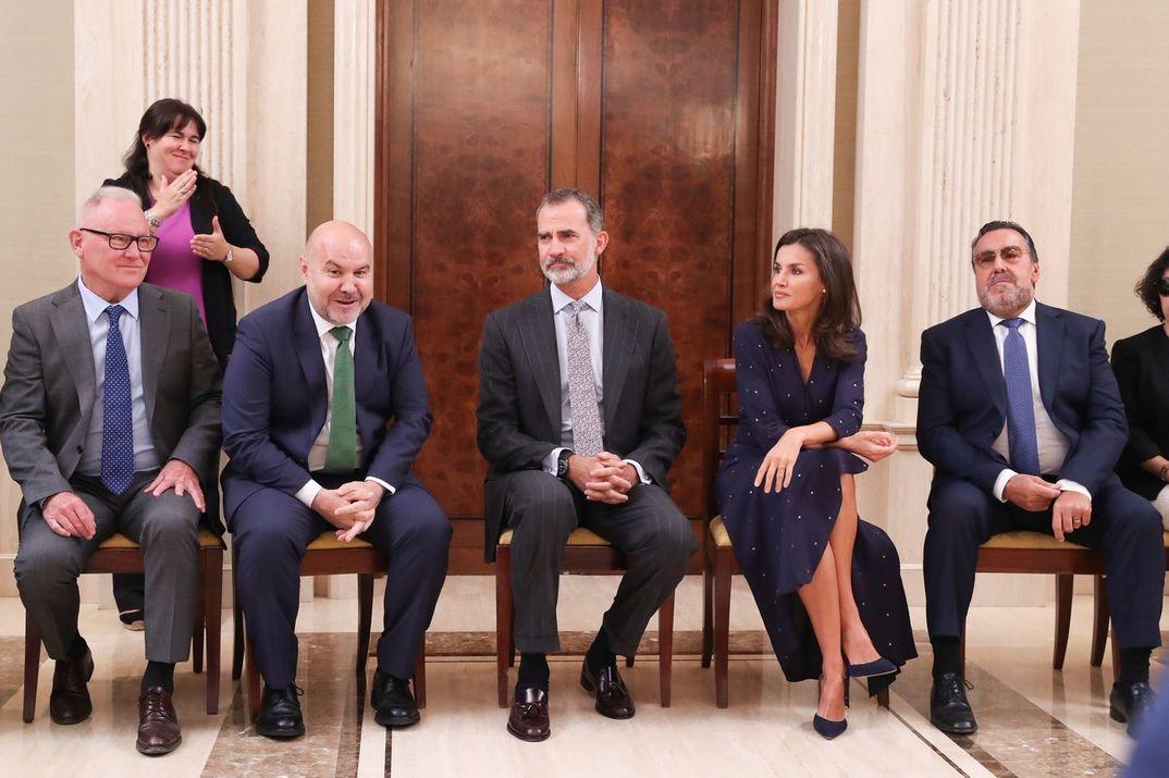 Los reyes Felipe y Letizia junto a la delegación del Comité Español de Representantes de Personas con Discapacidad (CERMI) © Casa de S.M. el Rey