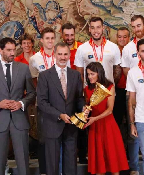 Los Reyes felicitan a la Selección de Baloncesto