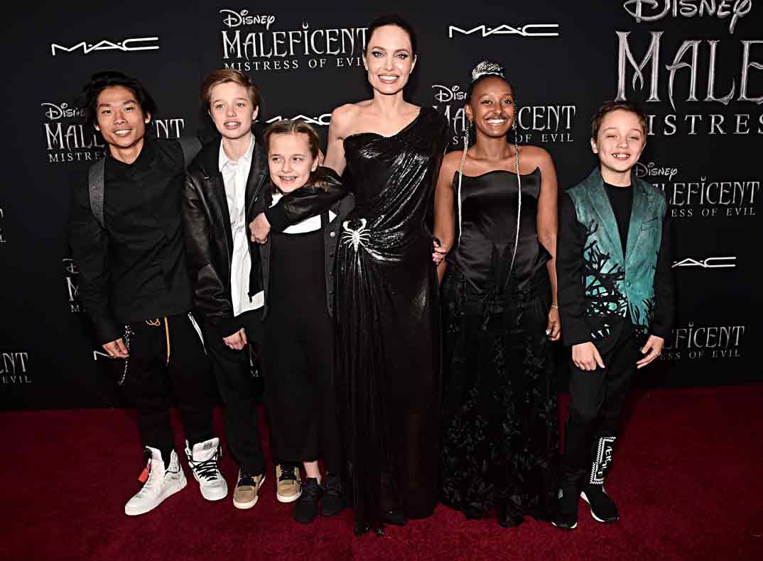 Angelina Jolie con sus hijos - Estreno Maléfica 2 en Los Ángeles