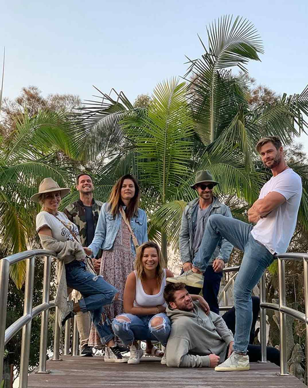 Liam Hemsworth con Chris Hemsworth y Elsa Pataky © Redes Sociales