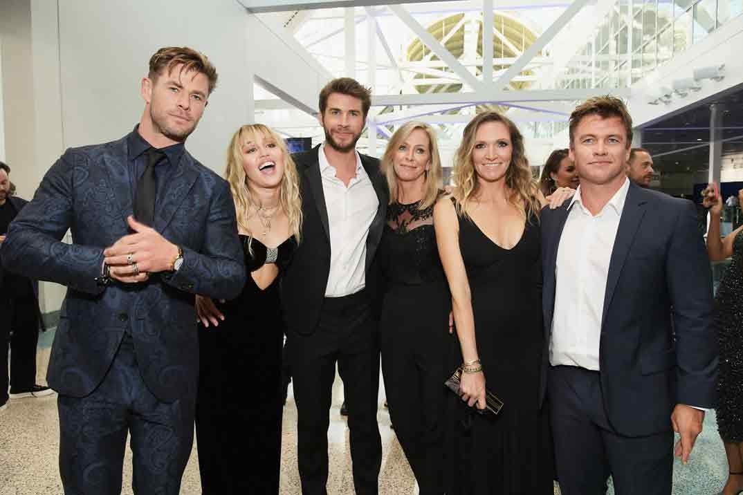 Chris Hemsworth, Miley Cyrus, Liam Hemsworth, Leonie Hemsworth, Samantha Hemsworth and Luke Hemsworth - Estreno Los Vengadores Endgame - Los Ángeles