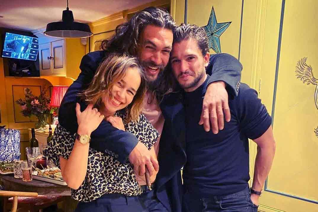 Emilia Clarke se reencuentra con sus dos «amores» por su cumpleaños