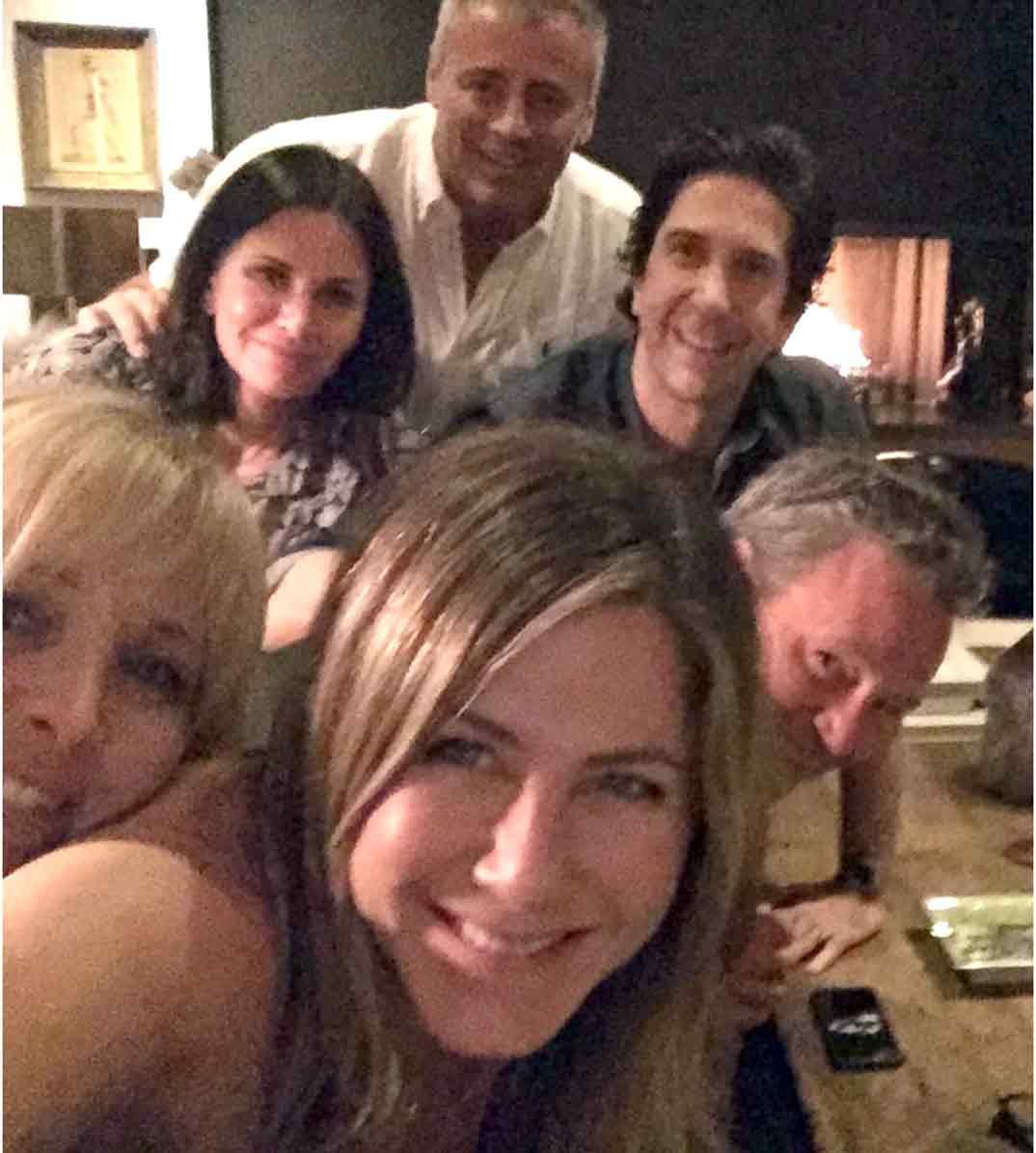 Jennifer Aniston junto a Matt LeBlanc, Courteney Cox, Lisa Kudrow, David Schwimmer y Matthew Perry © Instagram