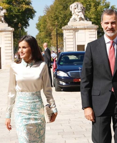 La nueva falda de mantón de manila de la reina Letizia