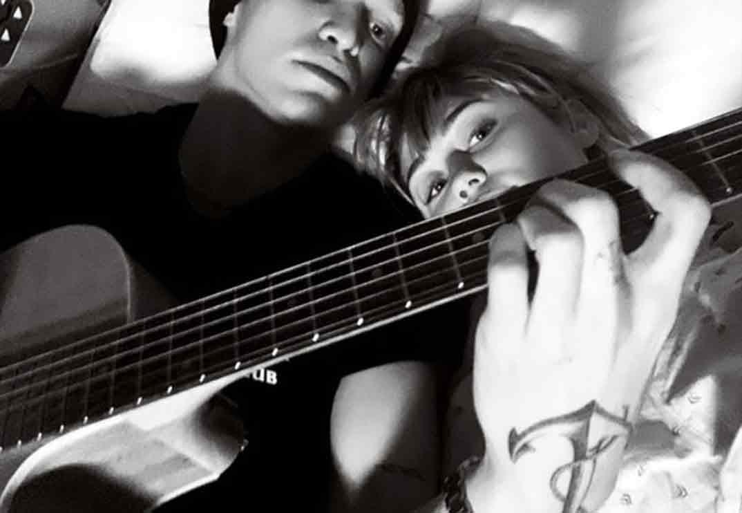 Miley Cyrus y Cody Simpson confirman su relación ¡en el hospital!