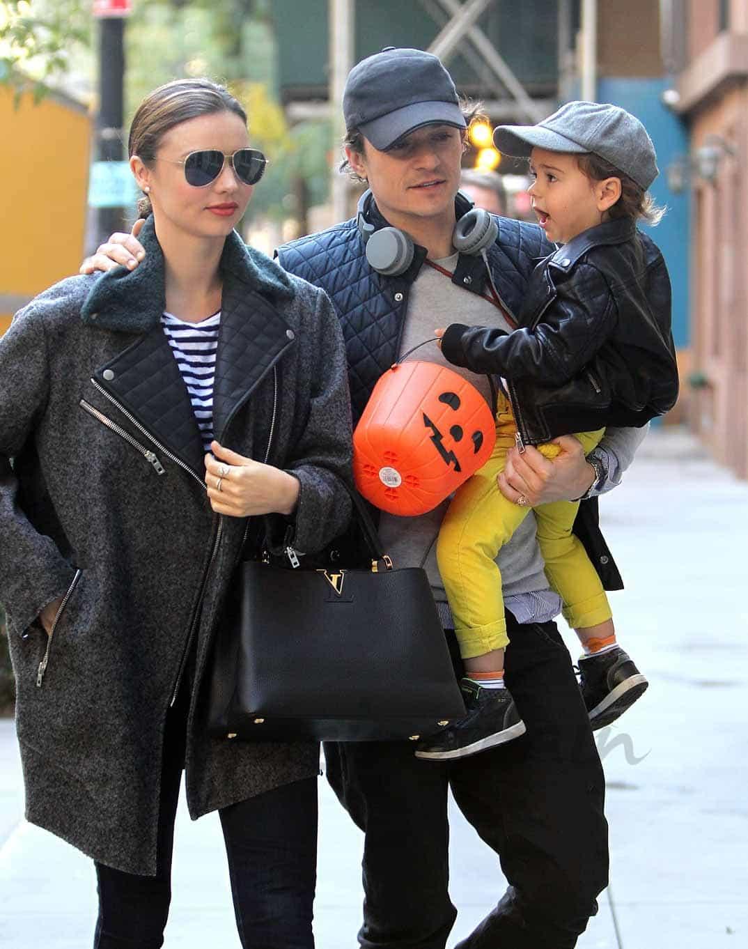 Orlando Bloom y Miranda Kerr con su hijo Flynn (foto archivo)