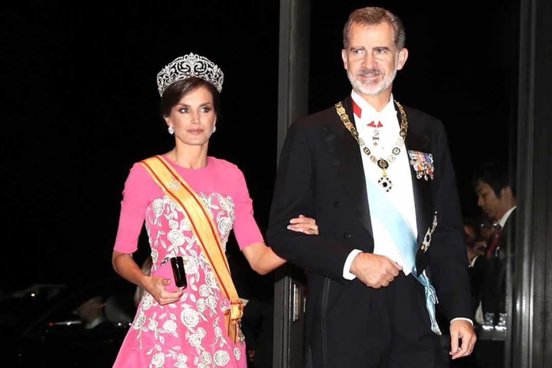 La reina Letizia, la más elegante en la cena de gala de la entronización de Naruhito