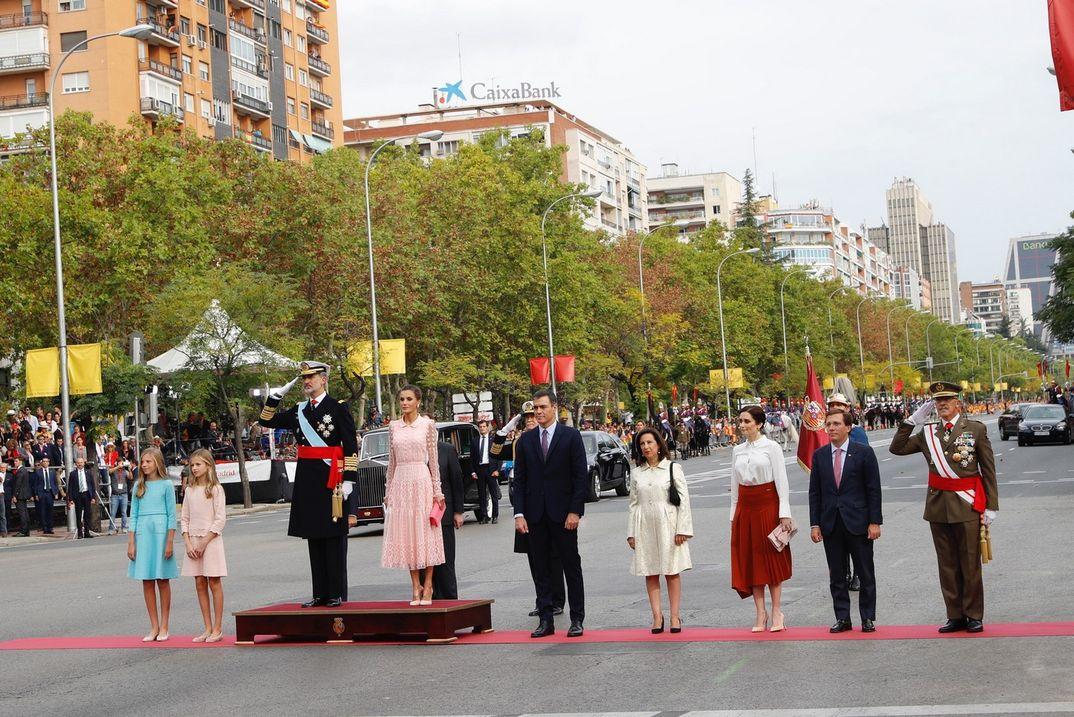Reyes Felipe y Letizia con la princesa Leonor y la infanta Sofía - Día de la Fiesta Nacional © Casa S.M. El Rey
