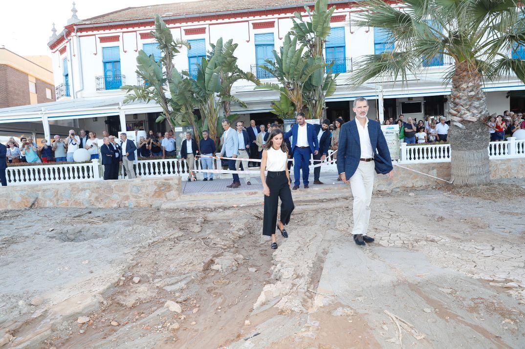 Reyes Felipe y Letiiza - Visita a Orihuela (Alicante) y Los Alcázares (Murcia) con motivo de las inundaciones sufridas © Casa S.M. El Rey