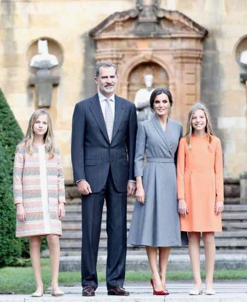 Las mejores imágenes de la llegada los Reyes y sus hijas a Asturias
