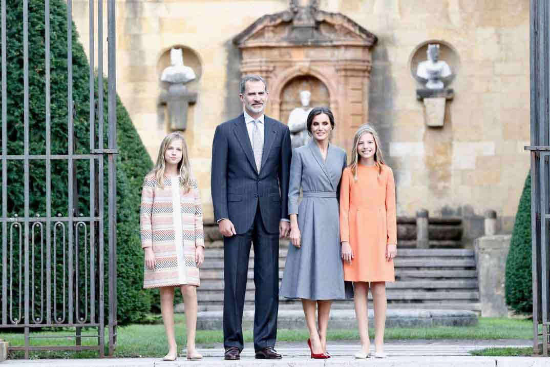 Reyes Felipe y Letizia con la Princesa Leonor y la Infanta Sofía - Acto oficial de bienvenida al Principado de Asturias © Casa S.M. El Rey