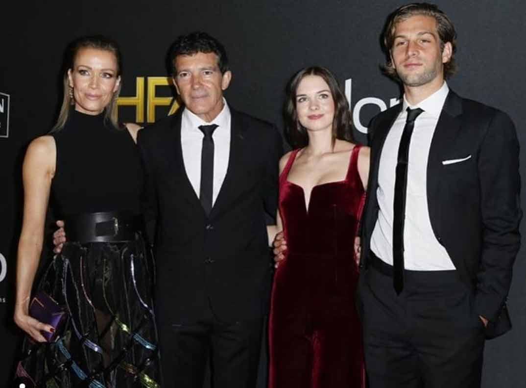 Antonio Banderas con su novia Nicole Kimpel, su hija Stella del Carmen y su novio  Eli Meyer - Instagram
