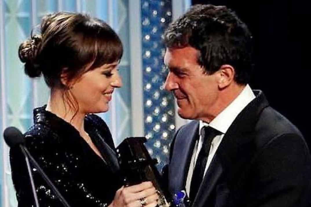 Las emotivas palabras de Dakota Johnson a Antonio Banderas