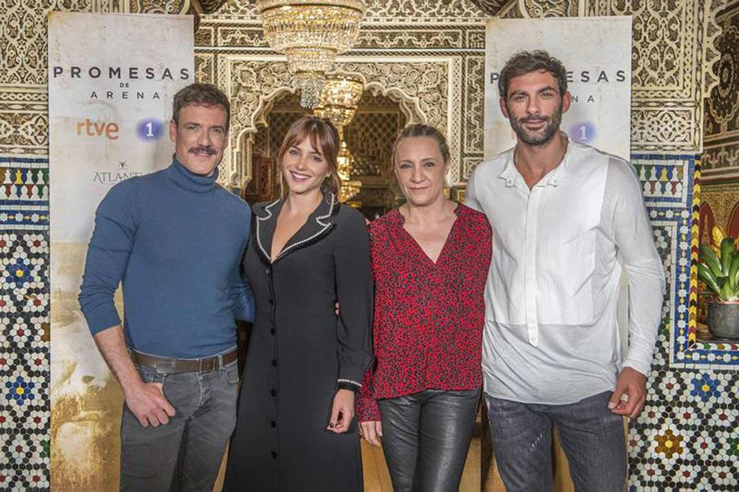 Andrea Duro, Daniel Grao, Francesco Arca y Blanca Portilllo - Promesas de arena © RTVE
