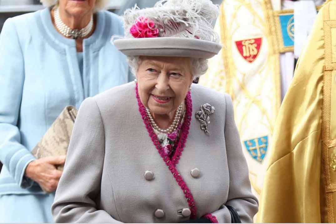 La reina Isabel II le escribió una carta a Lady Di en la que le obligaba a pedir el divorcio