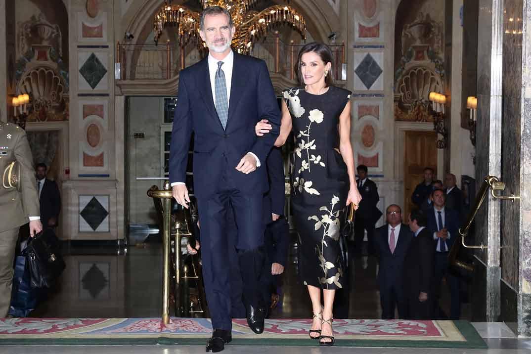 La reina Letizia apuesta por un estilismo de inspiración oriental y un nuevo look