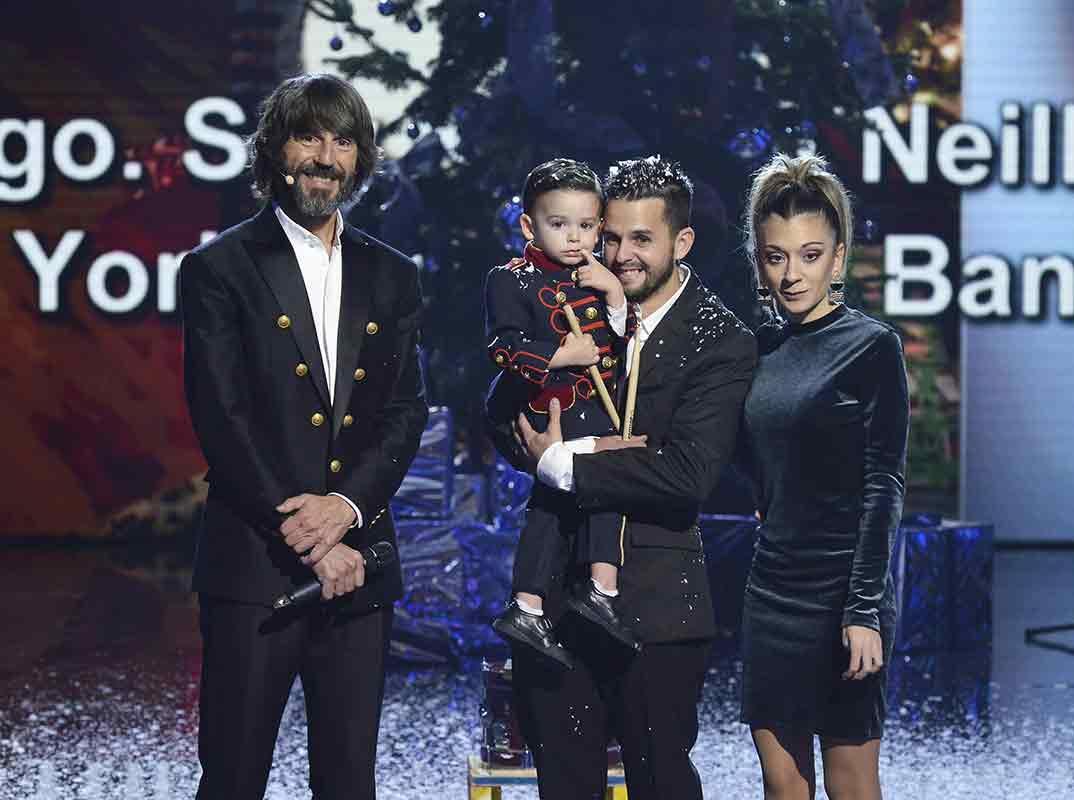 Hugo Molina con su familia - Got Talent Final © Mediaset