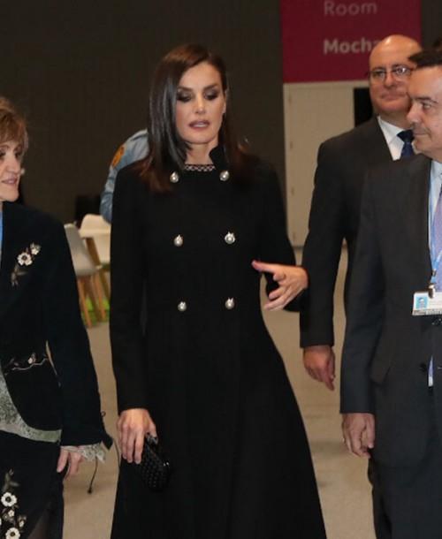 La reina Letizia en la Cumbre del Clima de Madrid con un look total black