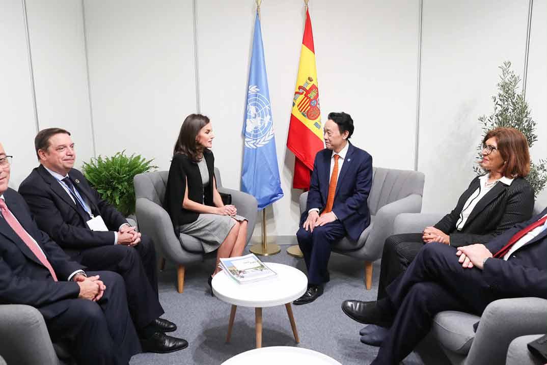La Reina Letizia con el director general de la FAO, Qu Dongyu © Casa S.M. El Rey
