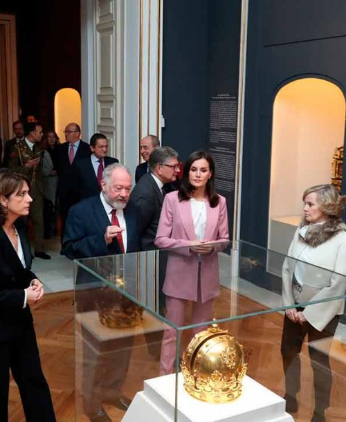 El perfecto look working girl en rosa de la reina Letizia