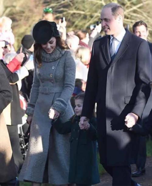 El debut de George y Charlotte de Cambridge en la tradicional misa de Navidad