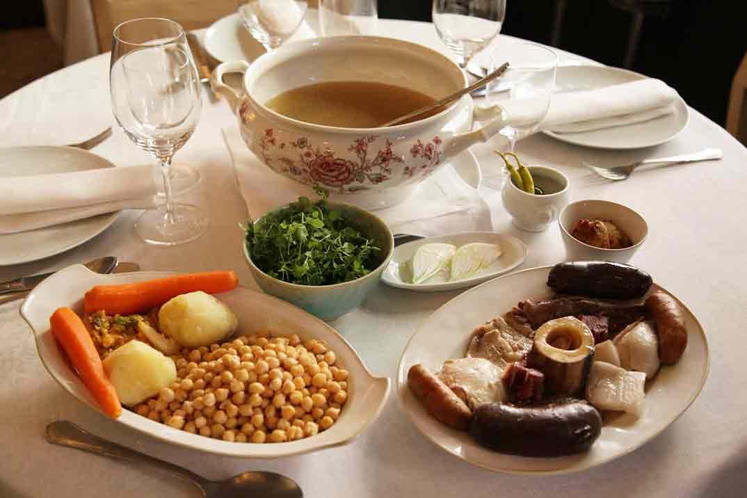 Disfruta en Taberna Pedraza de uno de los mejores cocidos de Madrid
