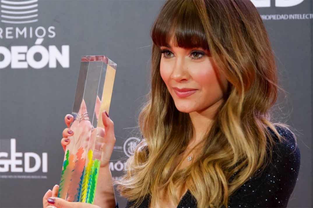 Aitana conquista la alfombra roja de los Premios Odeón