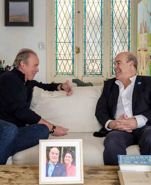 Antonio Resines abre las puertas de su casa a Bertín Osborne