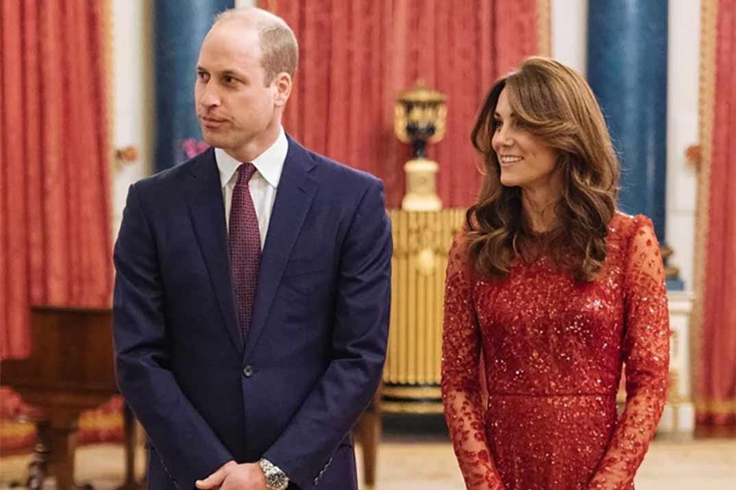 Kate Middleton se convierte en la perfecta anfitriona vestida de rojo