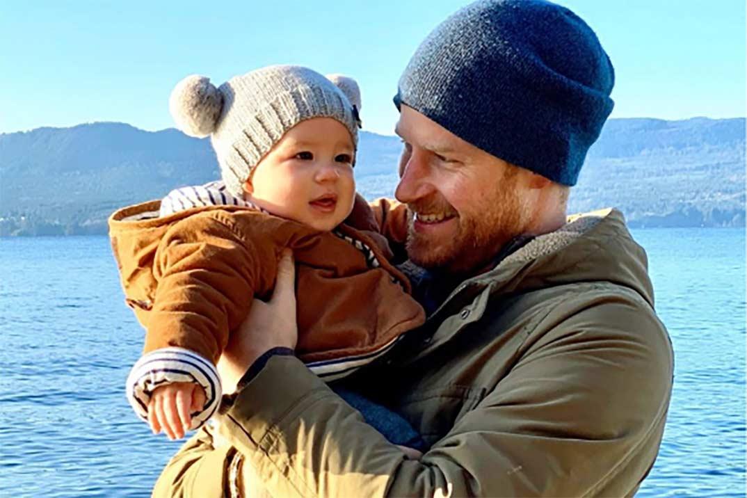 El príncipe Harry comparte la foto más tierna de su hijo Archie