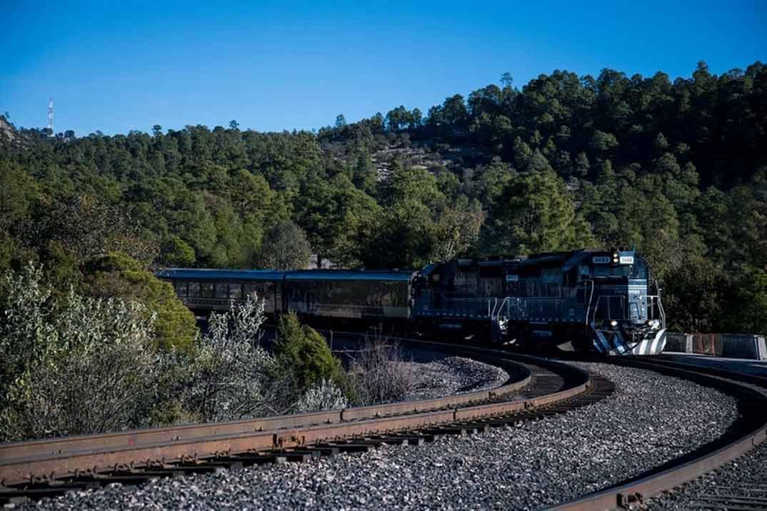 Sinaloa presenta la Ruta de El Chepe, único tren de pasajeros de todo México