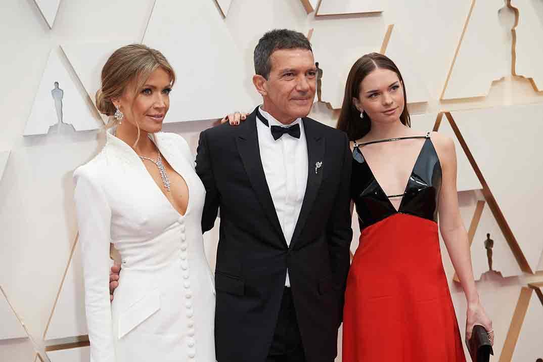El espectacular debut de Stella Banderas sobre la alfombra roja de los Oscar