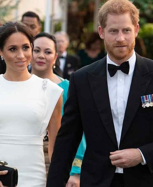 El príncipe Harry «pillado» en una broma hablando de su familia