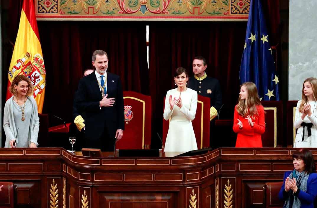 Reyes Felipe y Letizia con la princesa Leonor y la infanta Sofía - Solemne Ceremonia de Apertura de la XIV Legislatura © Casa S.M. El Rey