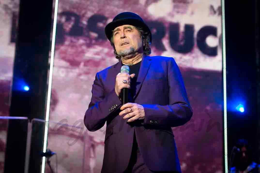 Joaquín Sabina se cae en pleno concierto