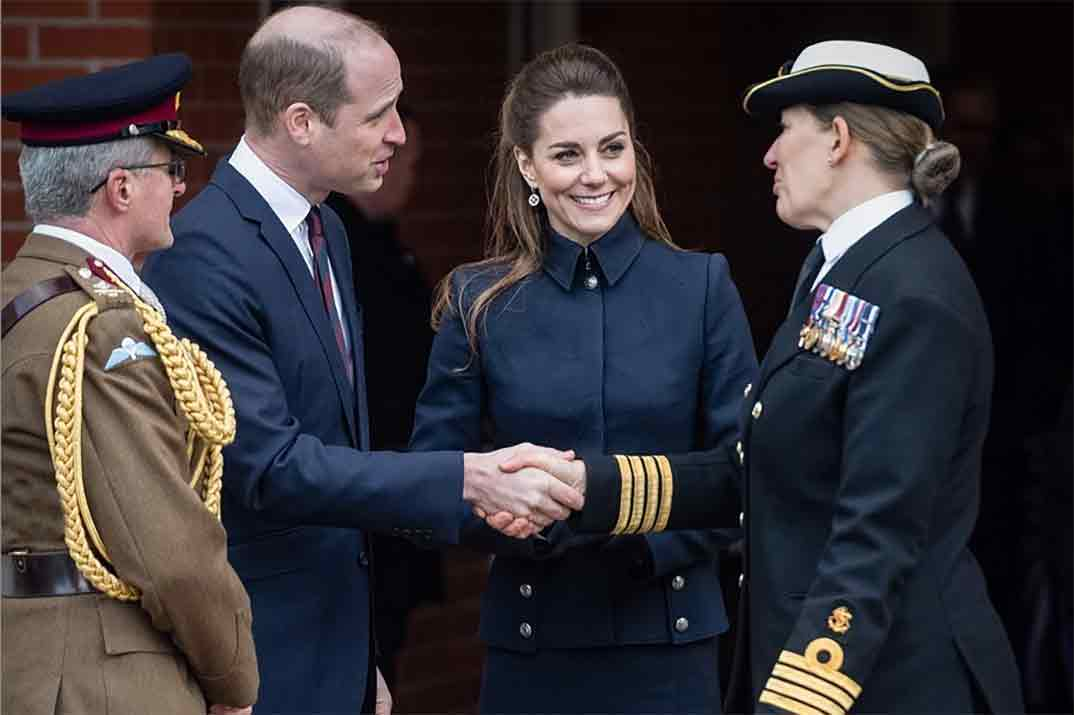 Kate Middleton desafía al frío con un perfecto estilismo de Alexander McQueen