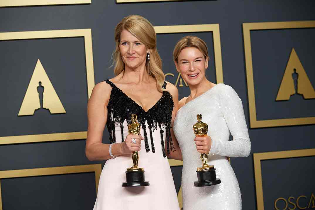 Laura Dern y Renee Zellwegger - Oscars 2020 © A.M.P.A.S.