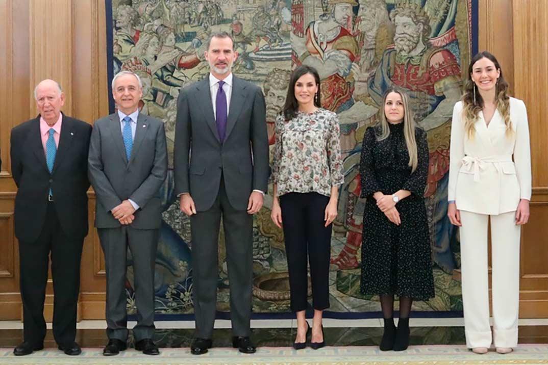 La nueva blusa de estampado floral de la reina Letizia