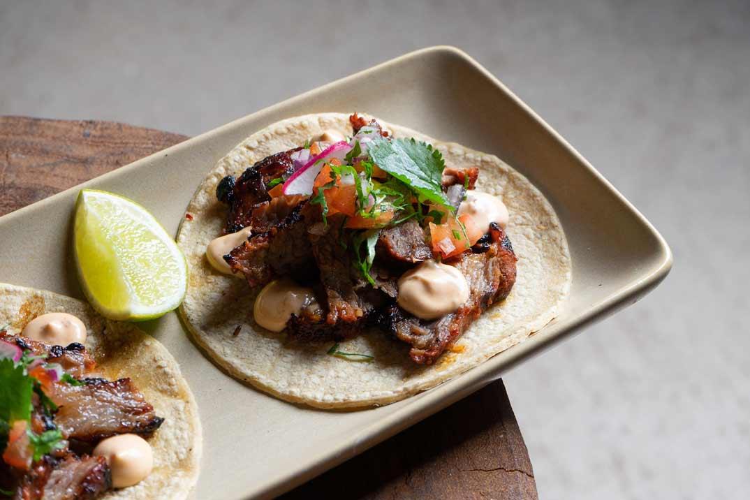 #QUEDATEENCASA y aprende a cocinar los Tacos de Chingón Ibérico del Restaurante Santita