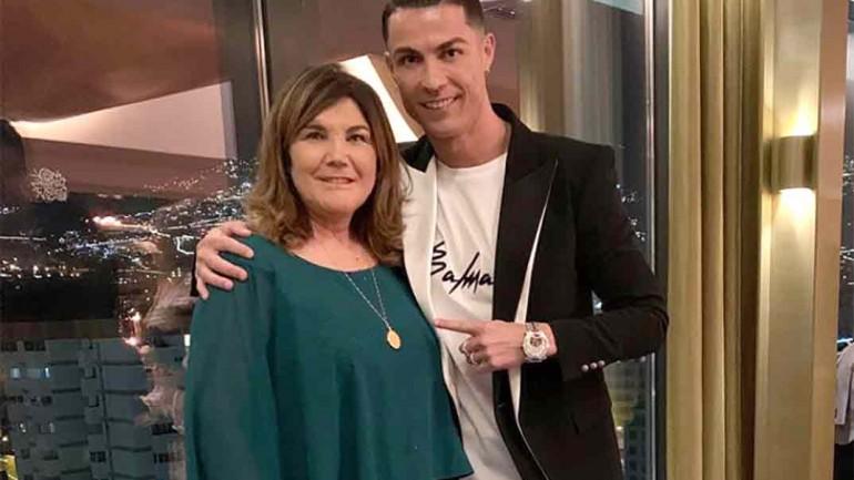 Cristiano Ronaldo con su madre © Instagram