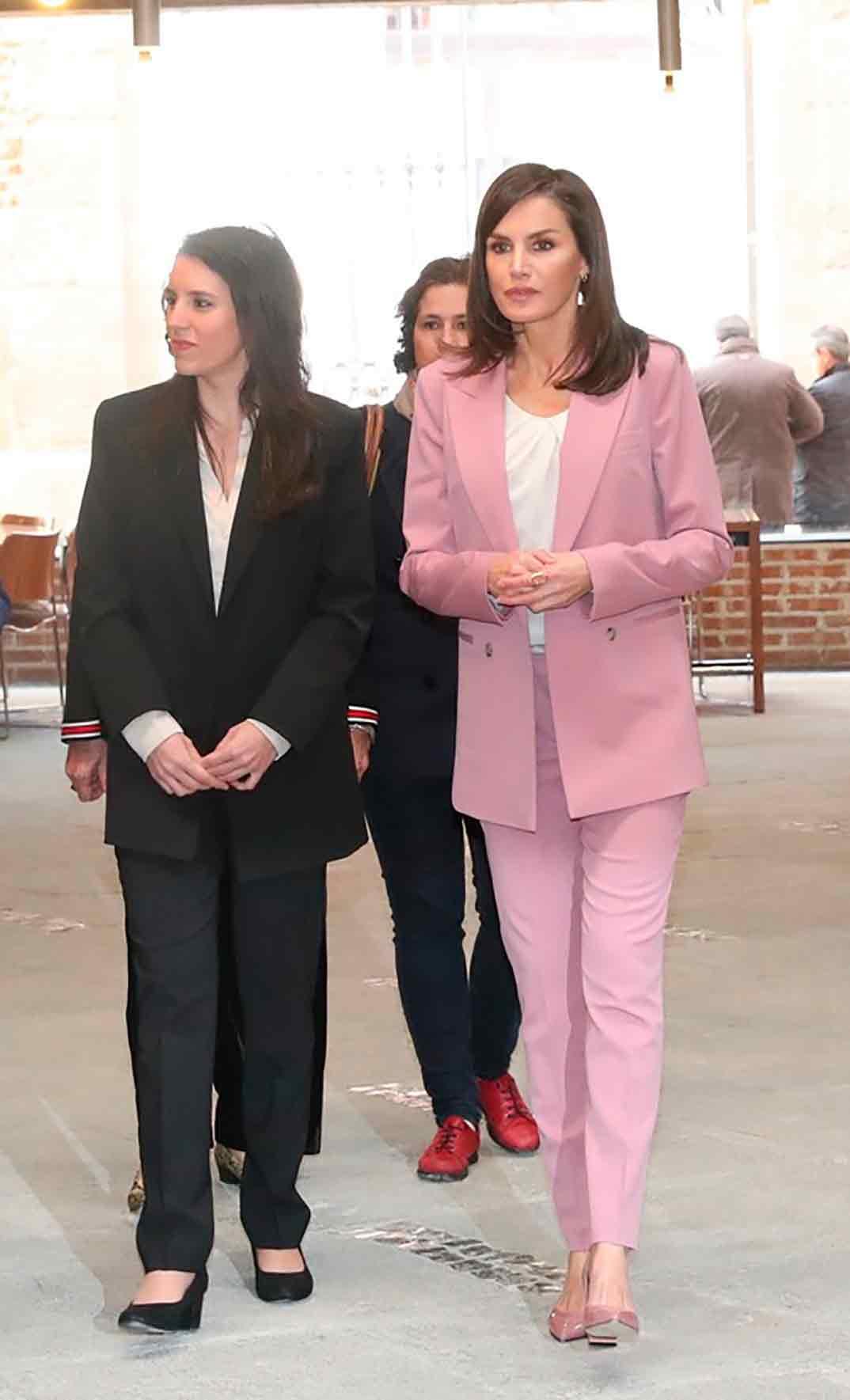 Reina Letizia e Irene Montero - Reunión de trabajo de la Asociación para la Prevención, Reinserción y Atención de la Mujer Prostituida © Casa S.M. El Rey