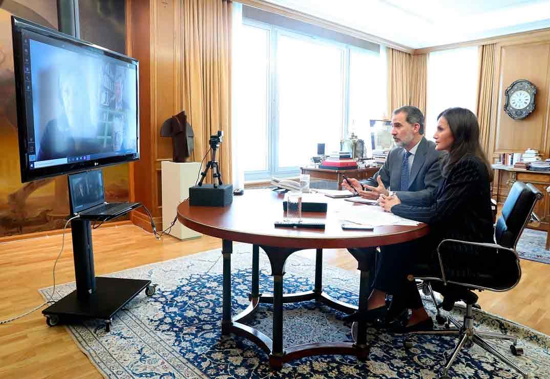 Videoconferencia de Sus Majestades los Reyes Felipe y Letizia con Cáritas © Casa S.M. El Rey