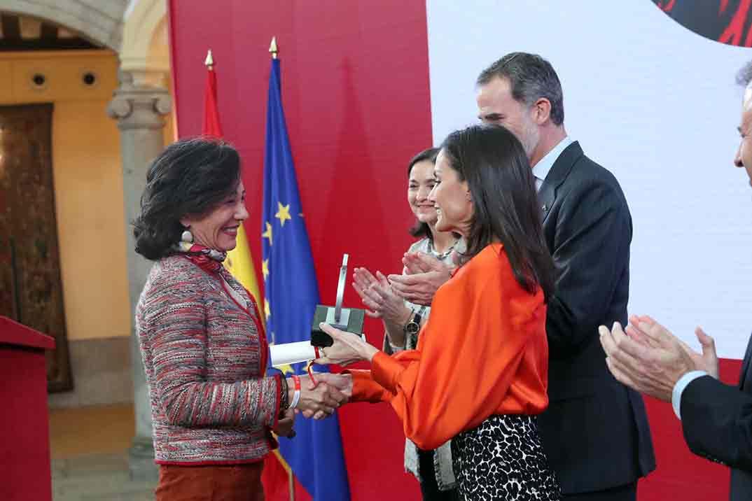 La reina Letizia copia el look de Vicky Martin Berrocal