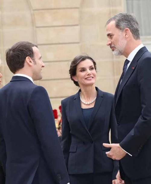 La reina Letizia y Brigitte Macron, duelo de estilo en París