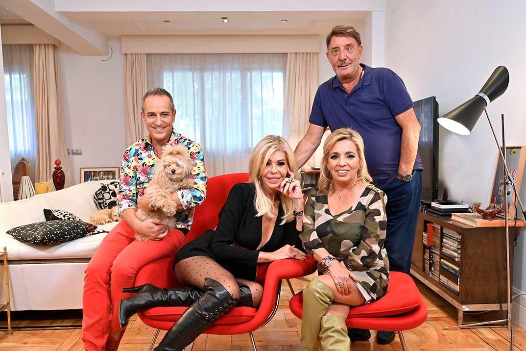 Víctor Sandoval, Bibiana Fernández, El Dioni y Carmen Borrego - Ven a cenar conmigo. Gourmet Edition © Mediaset