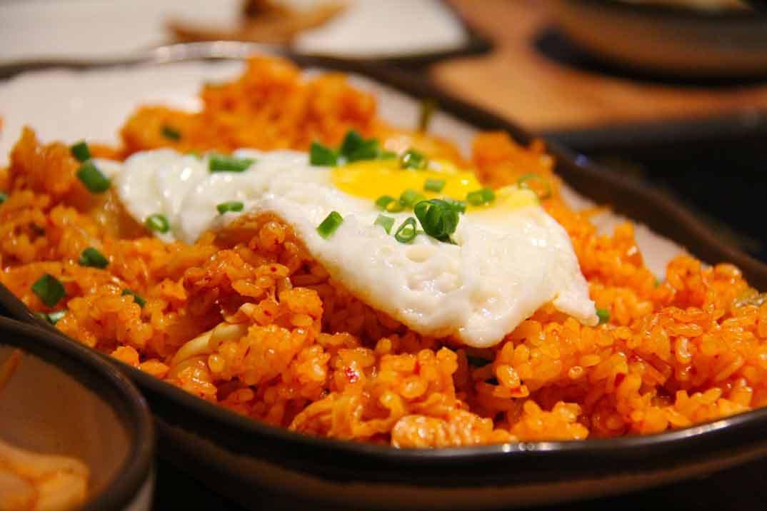 Receta de Arroz con tomate, huevo frito y patatas del chef Óscar García Marina