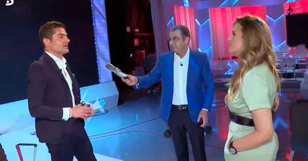 Alfonso Merlos y Marta López con Jorge Javier Vázquez © Sálvame/Mediaset