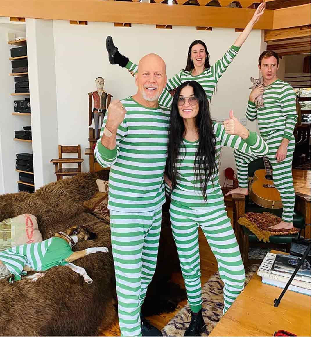 Demi Moore y Bruce Willis con sus hijas © Instagram