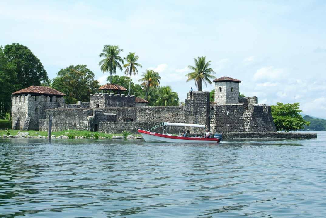 castillo-san-felipe-izabal guatemala
