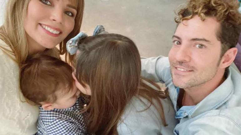 David Bisbal con Rosanna Zanetti y sus hijos © Instagram